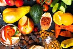 Здоровая легкая закуска на деревянном столе с космосом экземпляра, взгляд сверху стоковая фотография rf