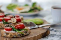 здоровая принципиальная схема завтрака еда здоровая стоковое изображение rf