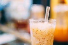 Здоровое оранжевое встряхивание плодоовощ Стоковые Фото