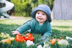 Здоровое питание ребенка и семьи естественное стоковое фото rf