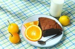 Здоровые апельсин и молоко хлеба плодоовощ завтрака на таблице стоковые фото