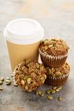 Здоровые булочки тыквы с кофе, который нужно пойти Стоковое Изображение RF