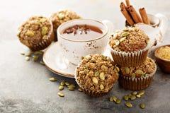 Здоровые булочки тыквы с чаем и специями Стоковое Фото