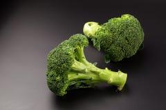 Здоровые зеленые органические сырцовые Florets брокколи готовые для варить Стоковая Фотография RF