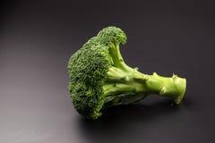 Здоровые зеленые органические сырцовые Florets брокколи готовые для варить Стоковое фото RF