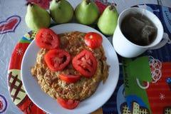 Здоровые и вкусные взбитые яйца с тунцом! стоковая фотография
