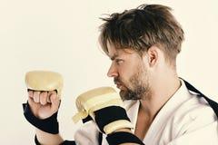 Здоровые образ жизни и концепция бокса Боец Muttahida Majlis-E-Amal с сильным телом практикует боевые искусства Стоковые Изображения