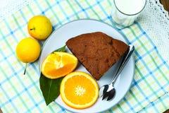 Здоровые хлеб и молоко плодоовощ завтрака стоковое фото