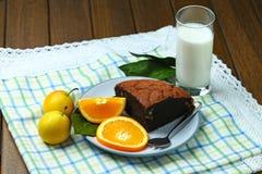 Здоровые хлеб и молоко плодоовощ завтрака стоковые изображения rf