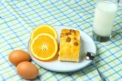 Здоровые хлеб и молоко плодоовощ завтрака стоковая фотография