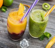 Здоровые smoothies лета стоковые изображения