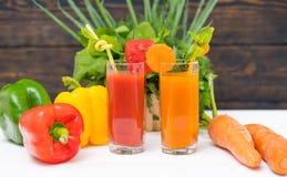 Здоровые smoothies свежего овоща с смешанными травами стоковая фотография rf