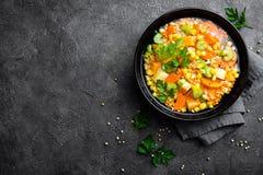 Здоровый вегетарианский овощной суп с чечевицей и овощами суп середины чечевицы восточной еды ливанский стоковые фото