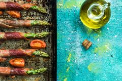 Здоровый завтрак-обед, обручи ветчины спаржи Стоковые Изображения RF