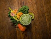 Здоровый, зеленый коктейль Фото сверху стоковые изображения rf