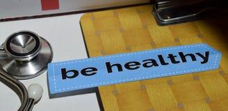 Здоровый на бумаге печати с концепцией медицинских и здравоохранения стоковые фотографии rf