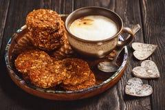 Здоровый отсутствие испеченных печений зерна с ягодами goji Стоковые Фотографии RF
