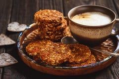 Здоровый отсутствие испеченных печений зерна с ягодами goji Стоковое фото RF