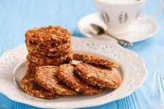 Здоровый отсутствие испеченных печений зерна с ягодами goji Стоковые Изображения