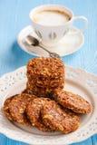 Здоровый отсутствие испеченных печений зерна с ягодами goji Стоковые Изображения RF