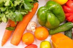 Здоровый очистите помытые свежие овощи стоковое фото rf
