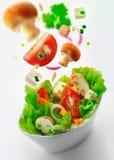 Здоровый свежий смешанный зеленый салат Стоковая Фотография RF