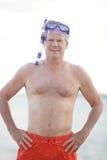 Здоровый старший получая готова нырнуть Стоковые Фото