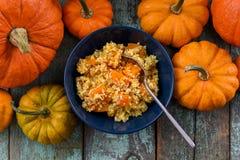 здоровый vegetarian еды Домодельная вкусная каша пшена с ora Стоковая Фотография