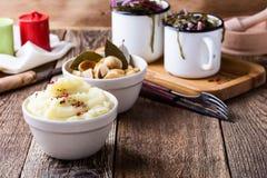 здоровый vegetarian еды Картофельные пюре, замаринованные грибы, se Стоковое фото RF