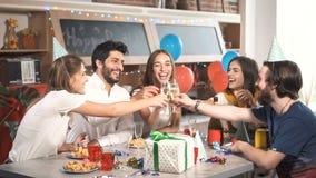 Здравица питья друзей акции видеоматериалы