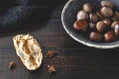 Здравица сливк сладостного каштана с звездами меда и анисовки розмаринового масла Стоковые Фото