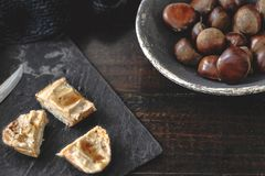 Здравицы сливк сладостного каштана с звездами меда и анисовки розмаринового масла Стоковые Фотографии RF