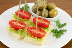 Здравицы с томатом и оливками Стоковое Изображение