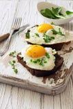 Здравицы хлеба Rye с яичницами Стоковая Фотография
