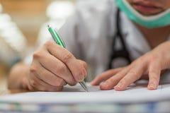 Здравоохранение и выход сочинительства доктора в больнице Стоковое Изображение RF