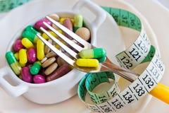 Здравоохранение и здоровье - пилюльки диеты и вес освобождать - vario стоковая фотография rf