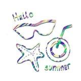 Здравствуйте открытка лета с литерностью, стеклами солнца, морскими звёздами и напитком на белой предпосылке иллюстрация вектора
