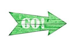 Зеленая деревянная стрелка идет! Стоковые Изображения RF