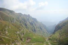 зеленая долина горы Стоковые Изображения