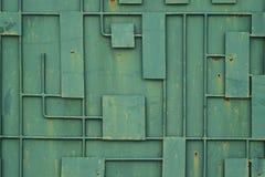 Зеленая железная загородка с картиной геометрических линий металла стоковые изображения rf