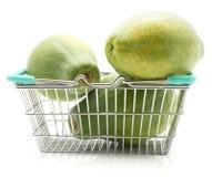 Зеленая изолированная папапайя Стоковые Фотографии RF