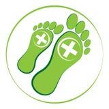 Зеленая нога с белым крестом в кольце изолированном на белой предпосылке Стоковая Фотография RF