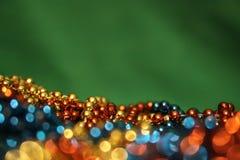 Зеленая предпосылка рождества с гирляндами мерцания Стоковое Изображение RF