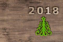 Зеленая рождественская елка и подписывает 2018 от деревянных писем Стоковое Изображение
