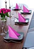 зеленая самомоднейшая розовая сервировка Стоковое Фото