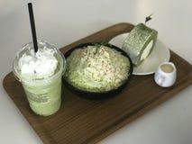 Зеленая сосулька миндалины Matcha стоковая фотография