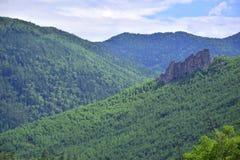 Зеленоголубые горы Sikhote-Alin стоковые изображения