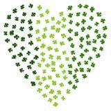 Зеленое сердце клеверов на день St. Patrick Ирландский клевер Laef Типографский дизайн на день St. Patrick Стиль Doodle Savoyar Стоковые Изображения RF
