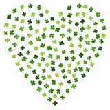 Зеленое сердце клеверов на день St. Patrick Ирландский клевер Laef Типографский дизайн на день St. Patrick Стиль Doodle Savoyar Стоковое Изображение