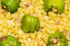 Зеленое paprica заполнило potatos и частями куриной грудки Стоковая Фотография RF